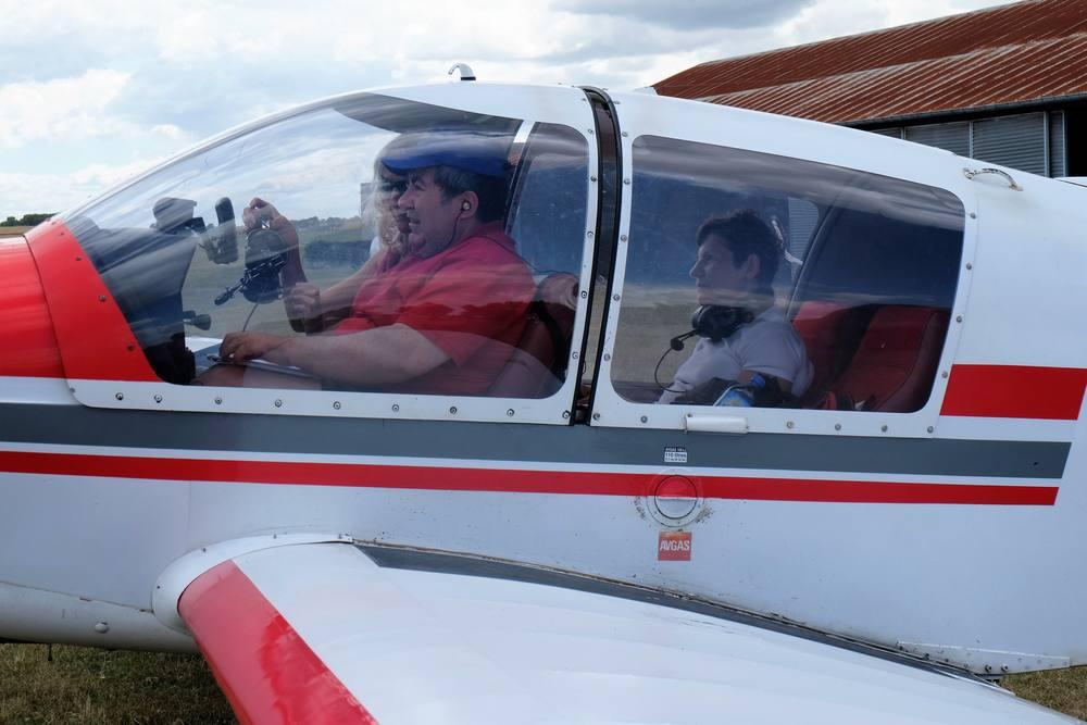 Bernard aux commandes avant le décollage à Saintes